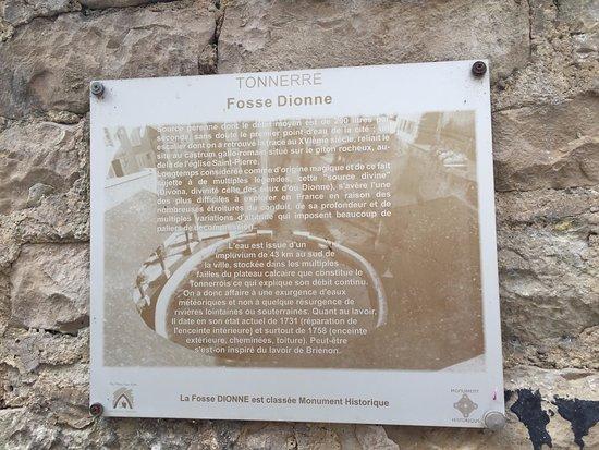 Tonnerre, Francia: Description murale détaillée