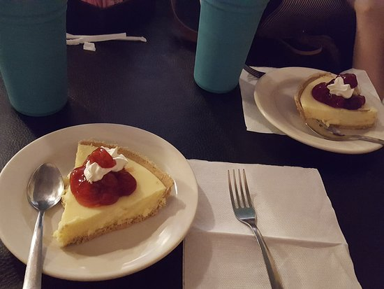 Jefferson, TX: Cheesecakes with toppings