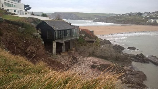 Burgh Island Hotel : The beach house set slightly apart from the main hotel, with a view across to the 'mainland'
