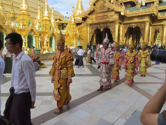 Wedding procession picture of shwedagon pagoda yangon rangoon shwedagon pagoda wedding procession junglespirit Images