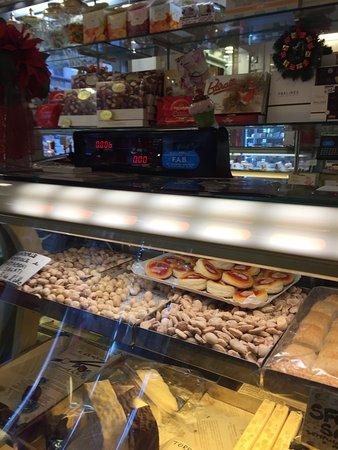 Pasticceria Gelateria Corcelli : Interno pasticceria