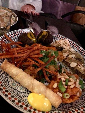 Een heerlijke mix van lekkere Arabische hapjes - Foto van ...