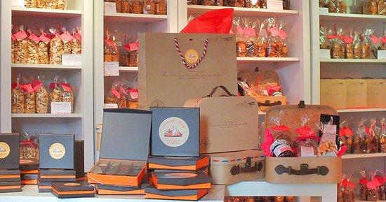 Fontevraud-l'Abbaye, Francia: Noël à la Biscuiterie artisanale de Fontevraud, cadeaux, macarons et douceurs