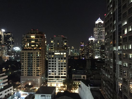 Courtyard by Marriott Bangkok: enjoying night time views