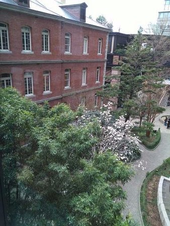 Mitsubishi Ichigokan Museum: 建物内からの風景