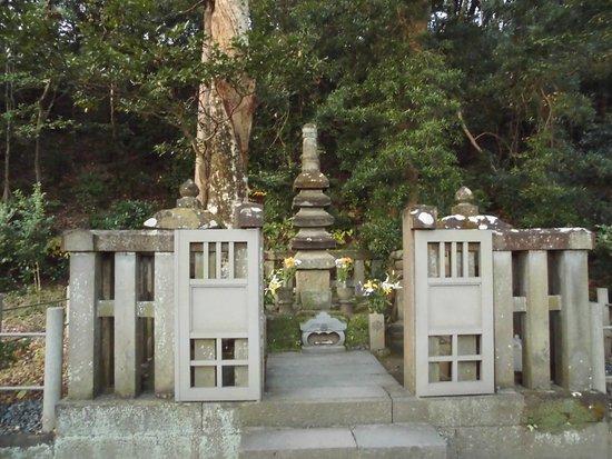 Foto de Grave of Minamoto Yoritomo