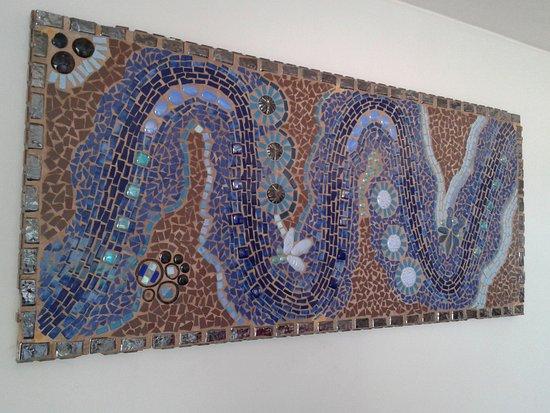 St. Michael's on Sea, Sør-Afrika: Arty Mosaic on Sitting room wall