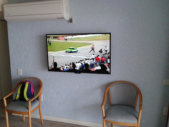 St. Michael's on Sea, South Africa: Nice TV in unit !! Clear picture.