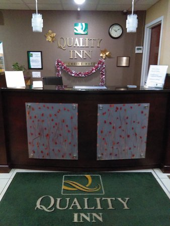 McAfee, Nueva Jersey: Quality Inn Front Lobby, Guest Services