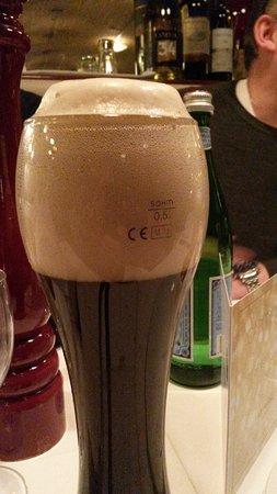 Petrocelli am Savignyplatz : Mit einer Selbverständlichkeit wurde dieses Bier als voll verkauft....