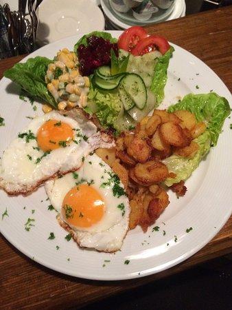 Neuhaus am Rennweg, เยอรมนี: Bratkartoffeln mit Spiegelei