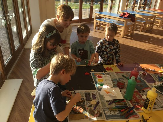 mount cook adventure centre christmas craft activity morning followed by turkey rolls with stuffing and