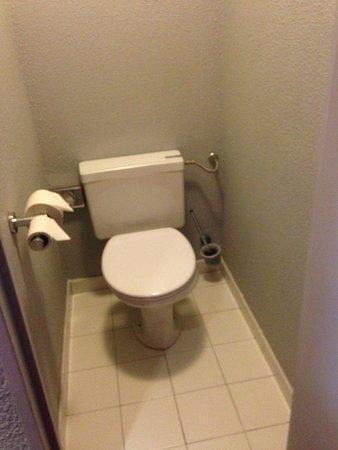 Mercure Paris Montmartre Sacre Coeur: Separate WC