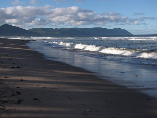 Dingwall, Canada: Beach view looking west