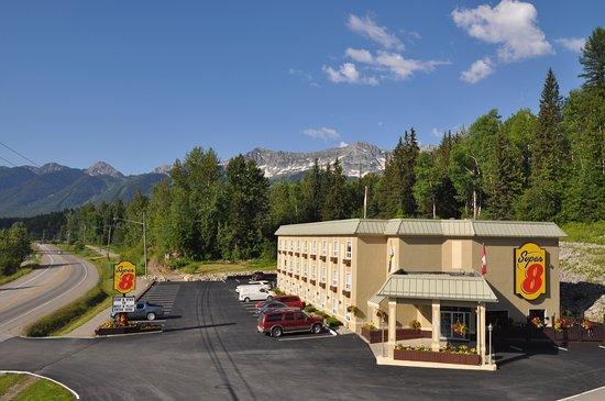 Super 8 Fernie: Staff whitewater trip, moose right behind hotel, rainbow, best staff around