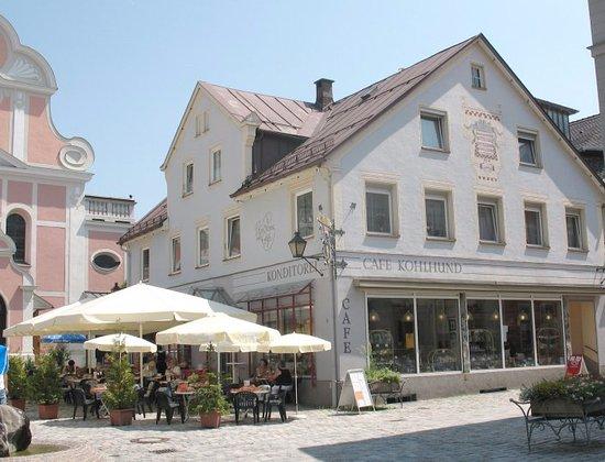 Immenstadt im Allgau, Alemania: Hausansicht ... Mit 60  Terrassen-Plätzen