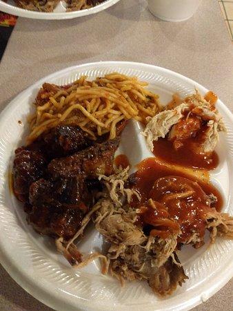 Hogzilla BBQ pit: Buffet plate