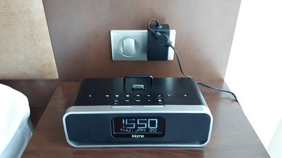 Saint-Pierre: Radio réveil adapté pour iphone