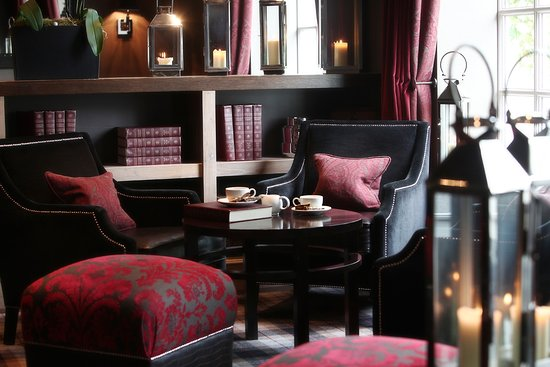 Eaglesham, UK: Lounge area for coffee & drinks