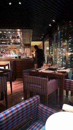 Thai Pavilion: Interior & Classy seating
