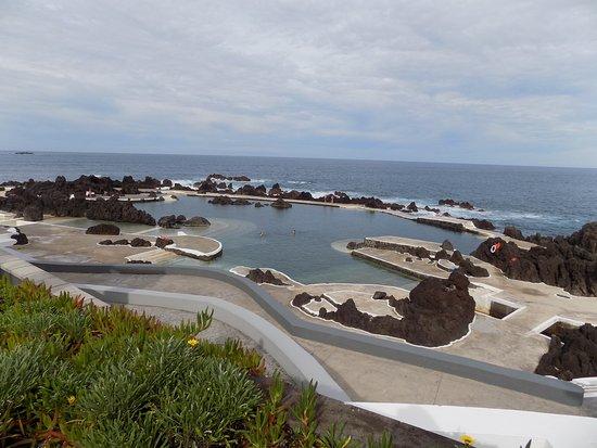 Porto Moniz Natural Swimming Pools: Much closer. . .so tempting