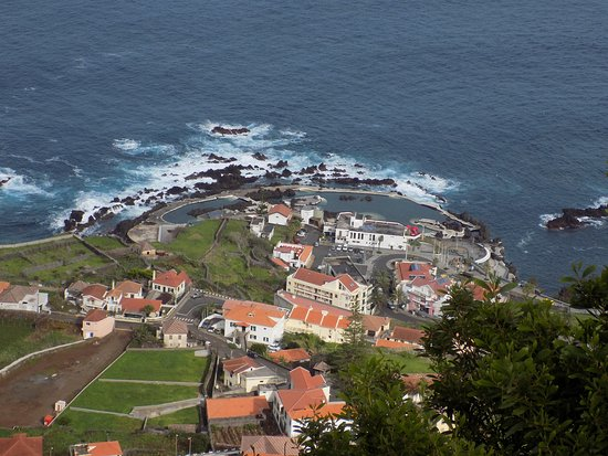 Porto Moniz Natural Swimming Pools: A little closer, 2 pools in view