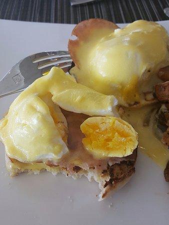 Bimini: NOT a proper egg benedict