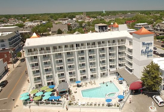 Marquis De Lafayette Hotel: Birds eye view of our new pool and the new Barefoot Bar May 2016