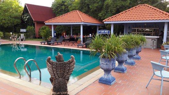 Pool and Le Bar Bleu