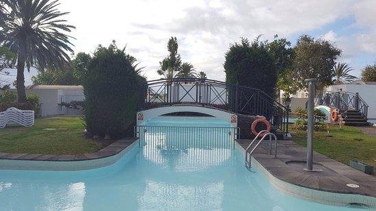Cordial Biarritz Bungalows: Pool with bridge