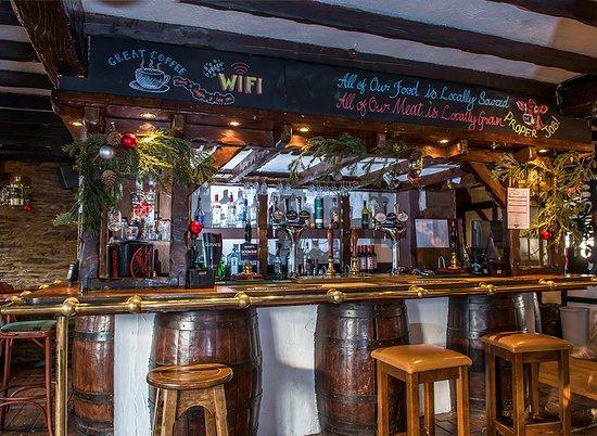 The Dolphin Bar & Restaurant: Bar