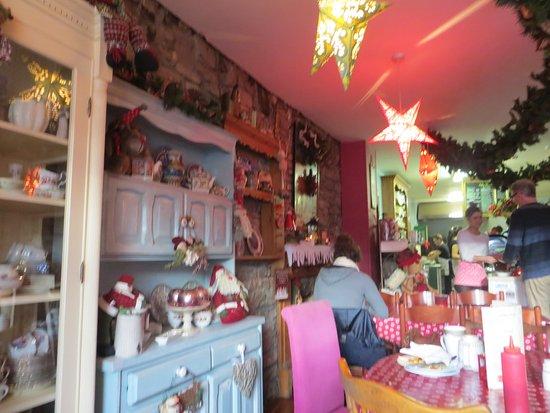 Charlestown, Irlandia: Cabinets of crockery