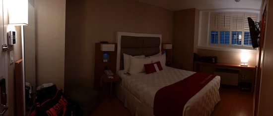 The Strathcona Hotel: Queen Bed Suite