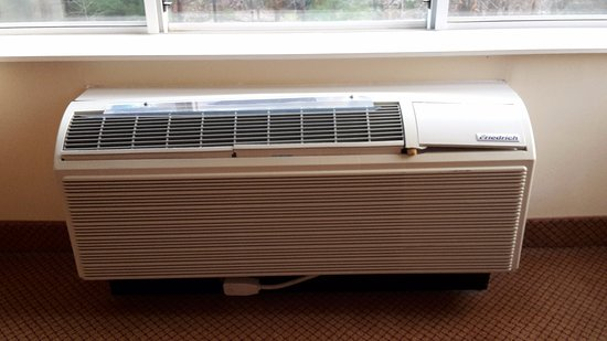 Holiday Inn Raleigh Durham Airport-Morrisville: old-fashioned air con unit