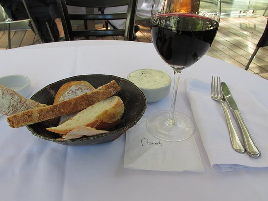 Cafe des Art: Bread and Wine for starters