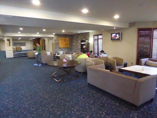 Distinction Luxmore Hotel Lake Te Anau: Hotel Lobby
