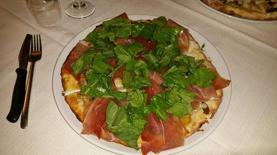 Penne, Italia: Pizza  Corradino, strabuona😍