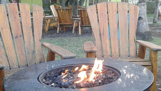 International Palms Resort & Conference Center Cocoa Beach: fire pits all over the grounds