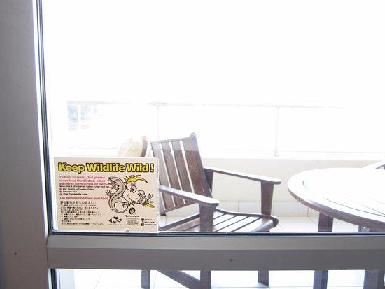 Reef View Hotel: Advertencia en la terraza