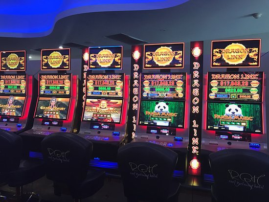 Reef Gateway Hotel: Gaming room with 40 machines including a fleet of 23 new ones installed December 2016.
