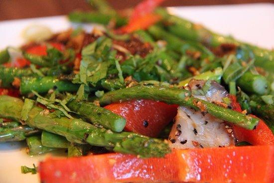 Radlett, UK: asparagus & shitake tadka