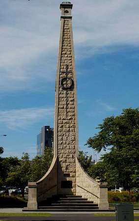 Queens Park: War Memorial