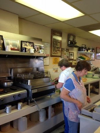 Dolly Preparing My Lunch At Idle Hour Restaurant Picture