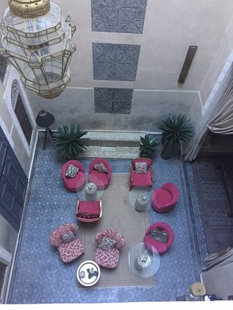 Riad Anata: A view of the atrium from the balcony