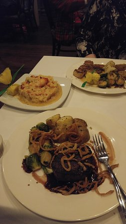 Mendenhall, Pensilvania: Scallops, Lobster Risotto and Filet Mignon. Delicious!!