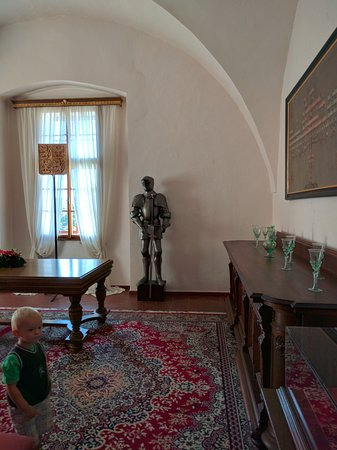 A room in the castle.