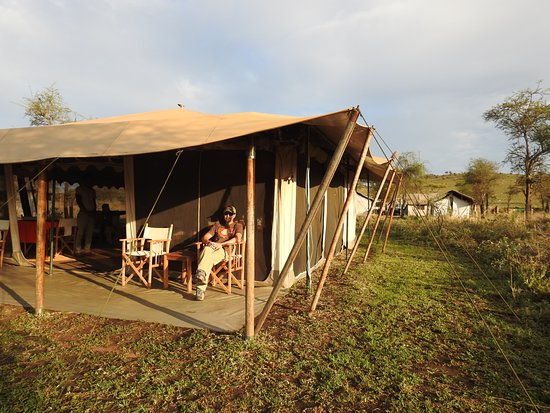 Nieleze Serengeti Camp : Outside of dining area
