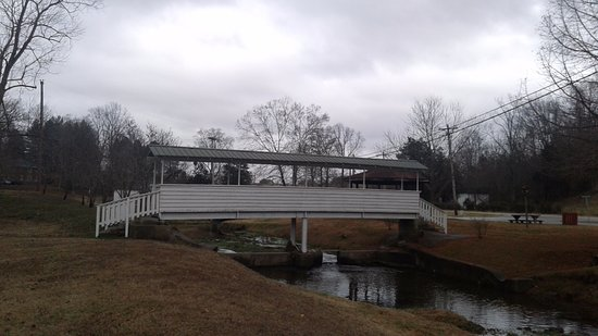 Red Boiling Springs, TN: bridge over creek