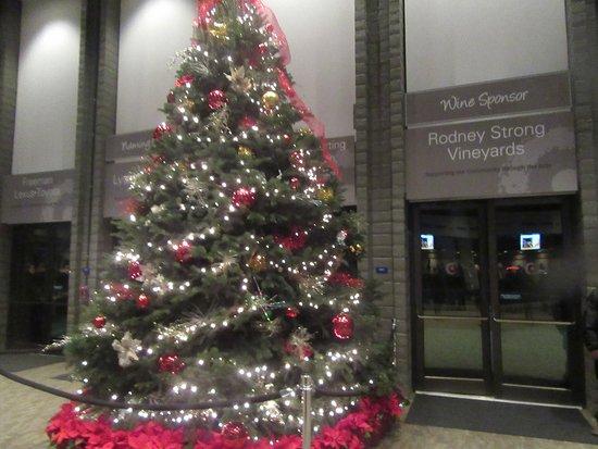 Christmas Tree Dec 2016 Luther Burbank Center For The Arts Santa