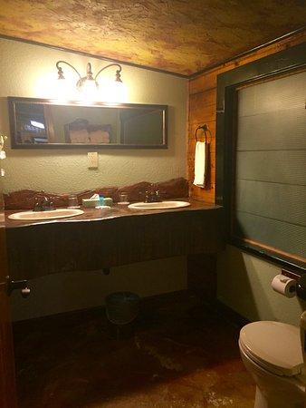 Chalet Kilauea: bathroom